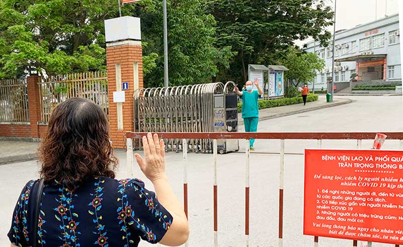 Bác sĩ Quảng Ninh gặp vợ qua rào cách ly