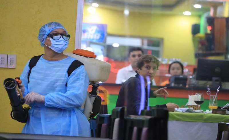 Hơn 100 y bác sĩ viết đơn xin đi tuyến đầu chống dịch