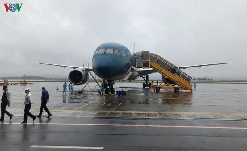 Một hành khách trên chuyến bay từ Đức về dương tính với SARS-CoV-2