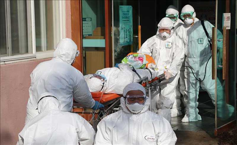 Hơn 3 tiếng, 103 người chết vì COVID-19, Mỹ ghi nhận ca tử vong trẻ em