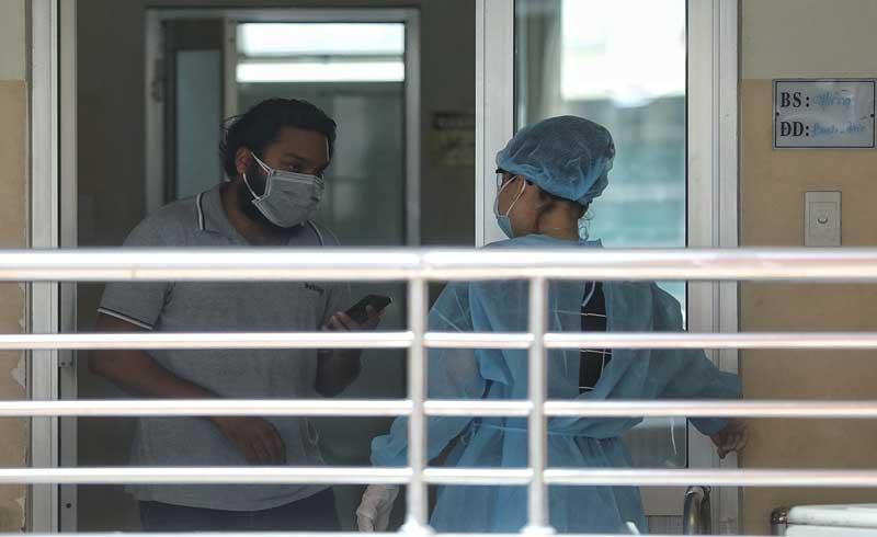 Nhân viên y tế không được rời TP HCM