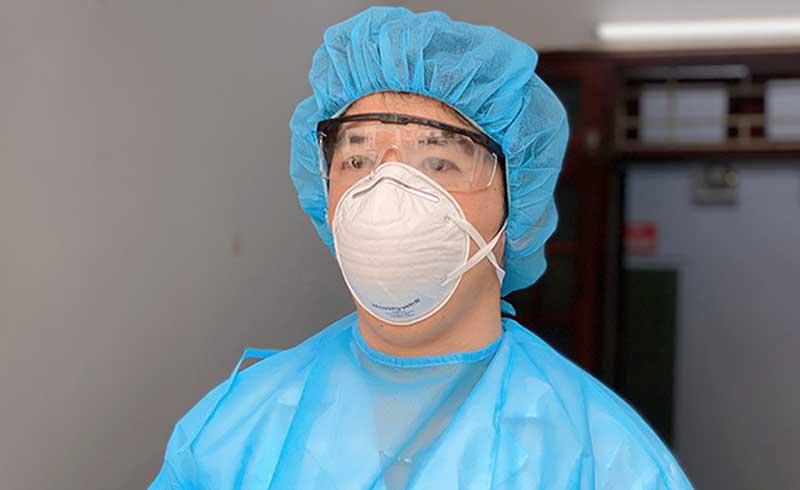 Bác sĩ 'gác cửa' sàng lọc bệnh nhân nghi nhiễm