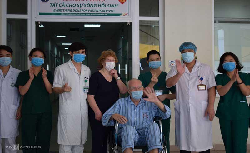 Hai bệnh nhân nặng được chữa khỏi