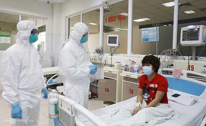 Nữ điều dưỡng nhiễm nCoV: 'Tôi thở như cá mắc cạn'