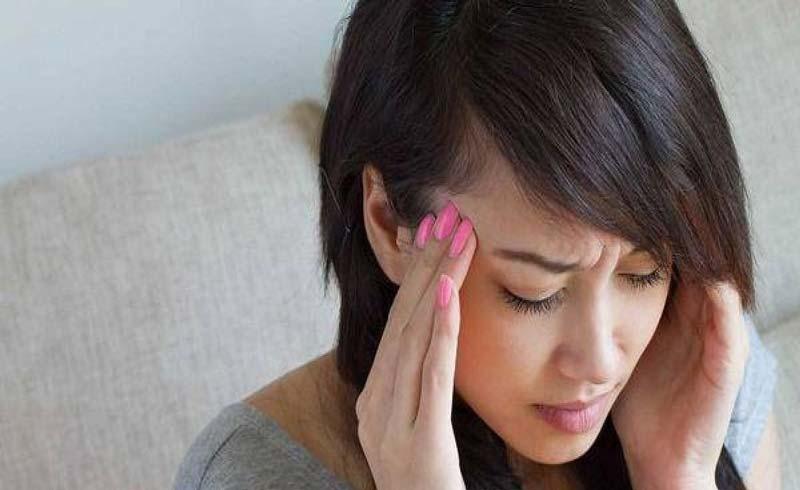 Đứng lên ngồi xuống hoa mắt, chóng mặt là bệnh gì?