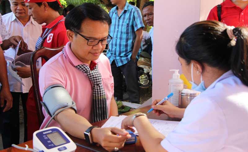 Người đàn ông Thái Lan vượt gần 400km về huyện vùng xa hiến máu