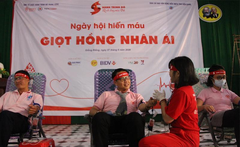 Vượt qua đại dịch, tinh thần hiến máu tự nguyện cực sôi động tại Kiên Giang