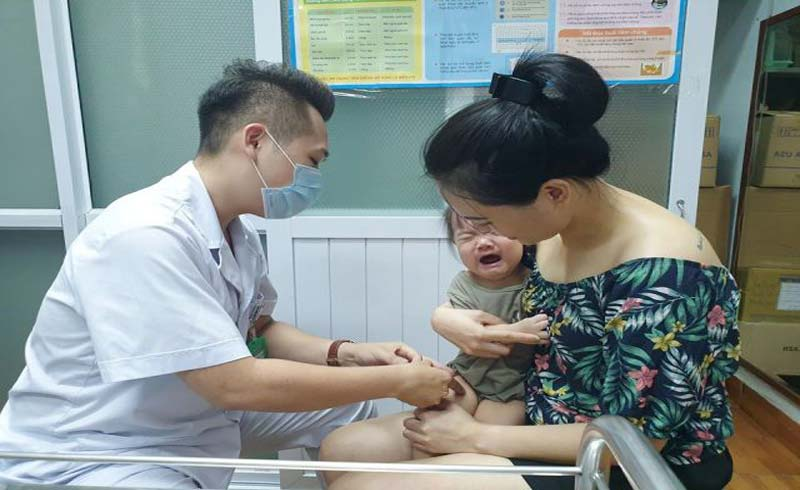 Bác sĩ chỉ cách tốt nhất phòng bệnh bạch hầu; phân biệt bệnh này với viêm họng, viêm amidan