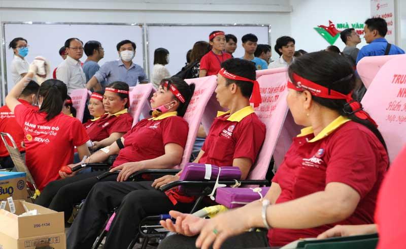 """Gần 100 nhân viên Công ty Qui Phúc tham gia hiến máu tại Ngày hội """"Giọt hồng thành phố mang tên Bác"""" 2020"""