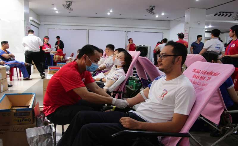 Hàng nghìn người tham gia hiến máu tại Ngày hội 'Giọt hồng thành phố mang tên Bác' 2020