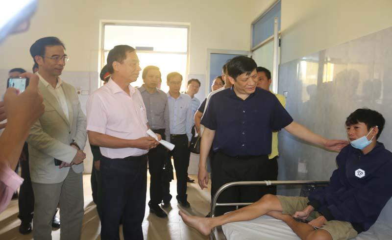 Y tế miền Trung vừa chống lũ, vừa đỡ đẻ an toàn cho hàng chục sản phụ