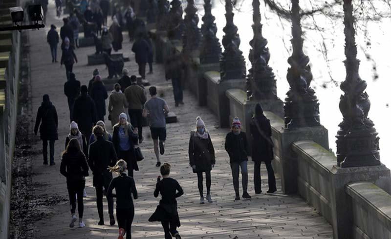 Toàn cầu 18.000 người chết một ngày, biến thể corona ở Anh lan 70 nước
