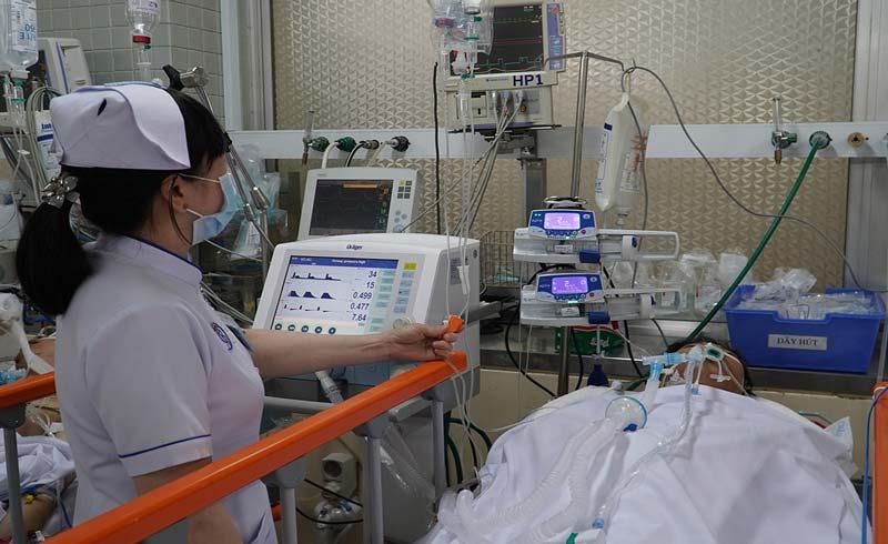 Mổ tại phòng cấp cứu giành mạng sống bệnh nhân ngưng tim